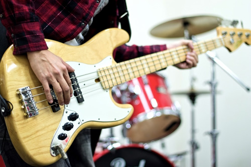 スタジオでバンド練習(ベース)