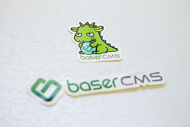 baserCMSステッカーとベッシー